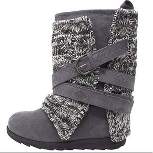 NEW Muk Luks Charcoal Grey Sweater Belt Boots 8